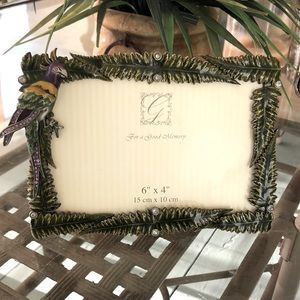 "6"" x 4"" picture frame with parrot and palm leaves"